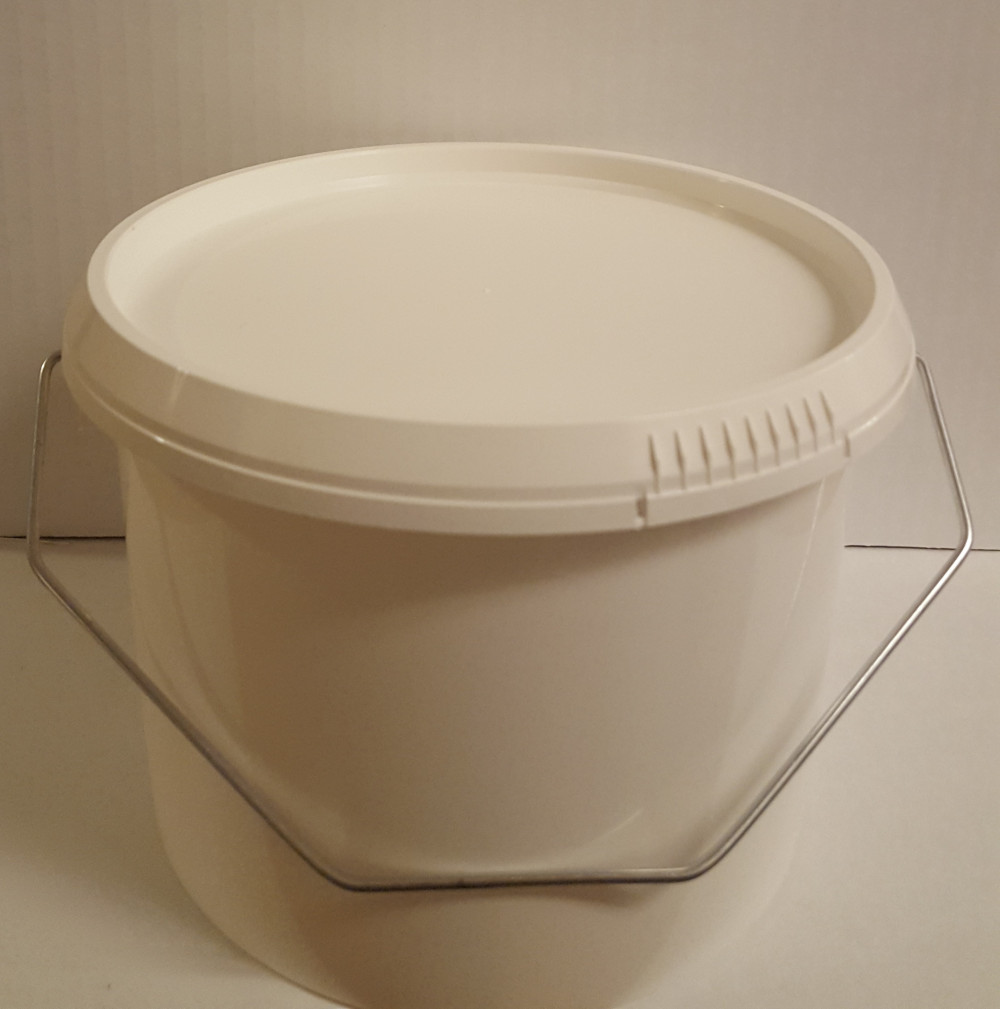 2,7 litres bucket with lid